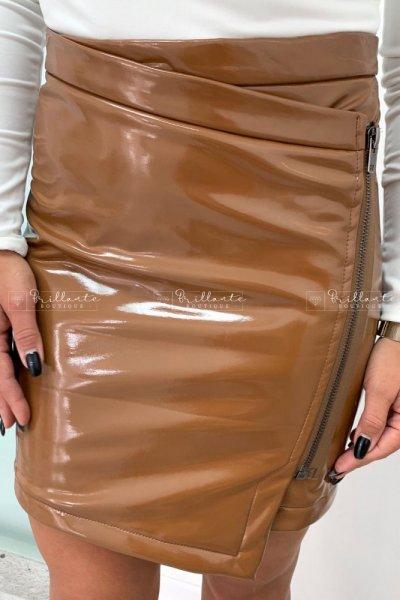 Latexowa spódnica z zamkiem zip camel