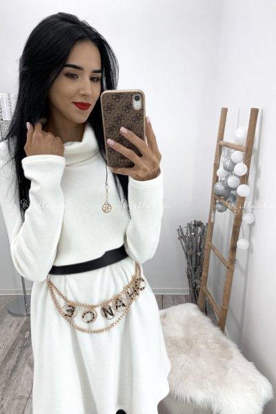 Sukienka sweterkowa z golfem biała