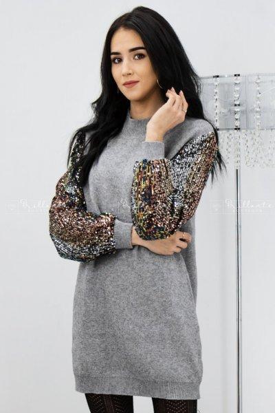 Sweterkowa sukienka z cekinowymi rękawami szara