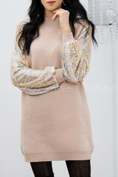 Sweterkowa sukienka z cekinowymi rękawami beżowa