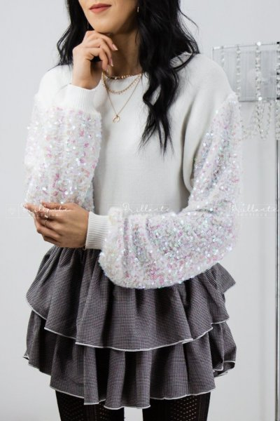 Sweterek z cekinami na rekawach biały