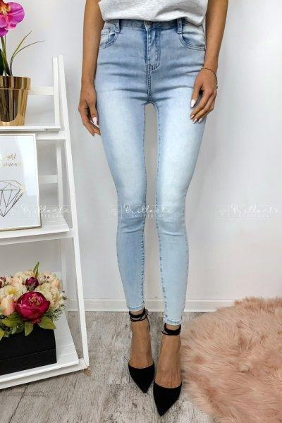 Spodnie push-up z jasnego jeansu o długości 7/8